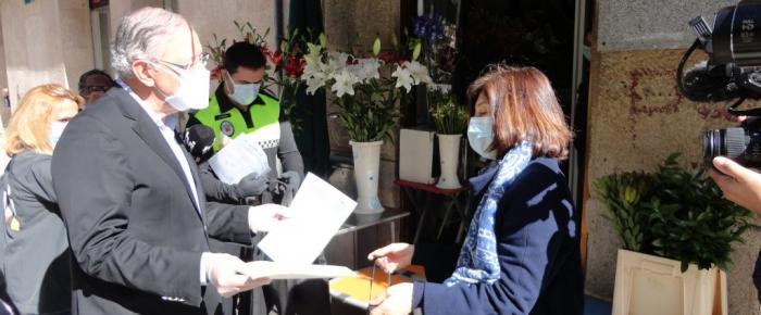 Câmara entrega kits de proteção a comerciantes de Viseu
